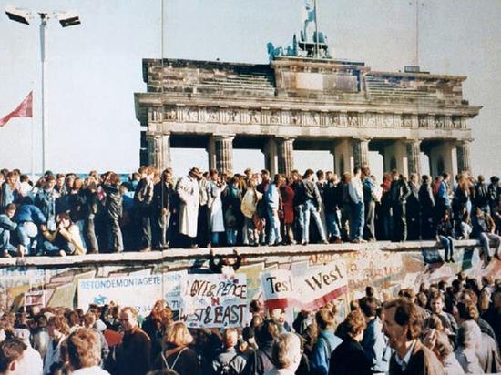 """Немецкий телеканал рассказал, что жители ГДР считали советских военных """"оккупантами"""""""